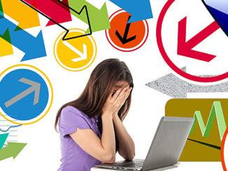 stressad kvinna vid dator